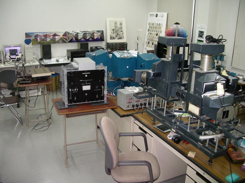 鈴木公洋 心理学研究室−実験室にある心理学実験機器− 実験室にある心理学実験機器 心理学実験室