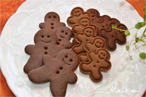 まずは、褐色の生地肌と愛らしい人形型が特徴の、ジンジャーブレッド・クッキーから。 蜂蜜を加えたり、卵を入れなかったり、と、レシピにはバリエーションがあるの